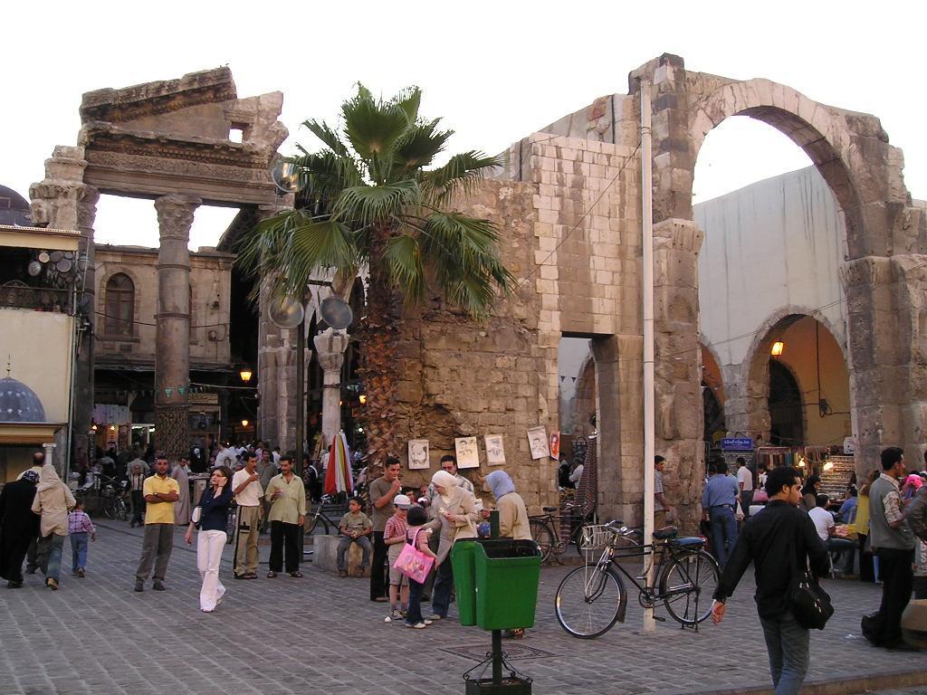 نهاية سوق الحميدية من جهة احة الجامع الاموي