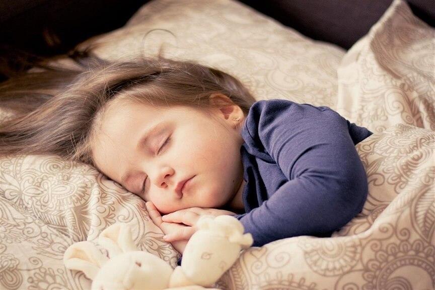 كيف أشجع ابني على النوم