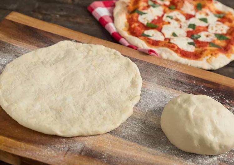 طريقة تحضير عجينة البيتزا في 10 دقائق