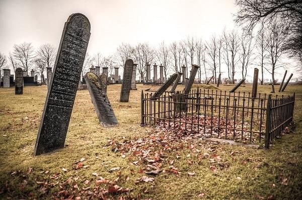تفسير حلم زيارة قبر الام